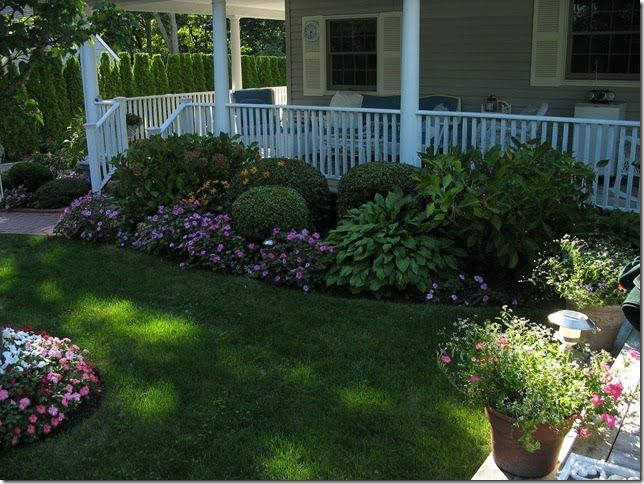 Best 25 front porch landscape ideas on pinterest for Front porch landscaping plants