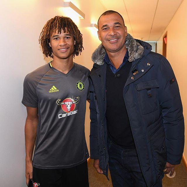 @chelseafc: Chelsea legend Ruud Gullit with compatriot @nathanake at the training ground re