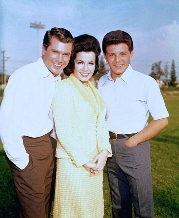 """Annette with Frankie Avalon and Dwayne Hickman on the set of """"Ski Party"""" (1965)"""
