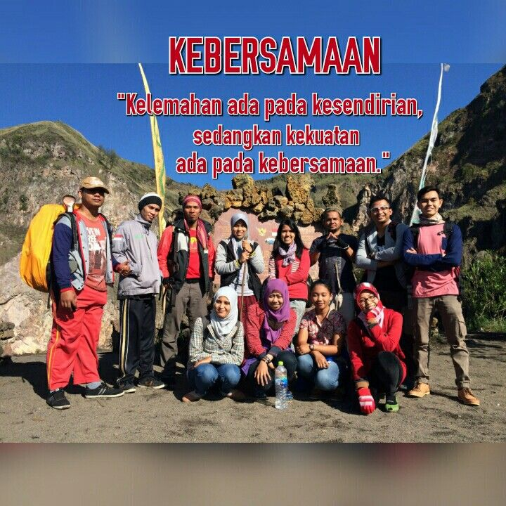 Dibuat menggunakan Photo Grid.  Android  https://play.google.com/store/apps/details?id=com.roidapp.photogrid  iPhone  https://itunes.apple.com/us/app/photo-grid-collage-maker/id543577420?mt=8