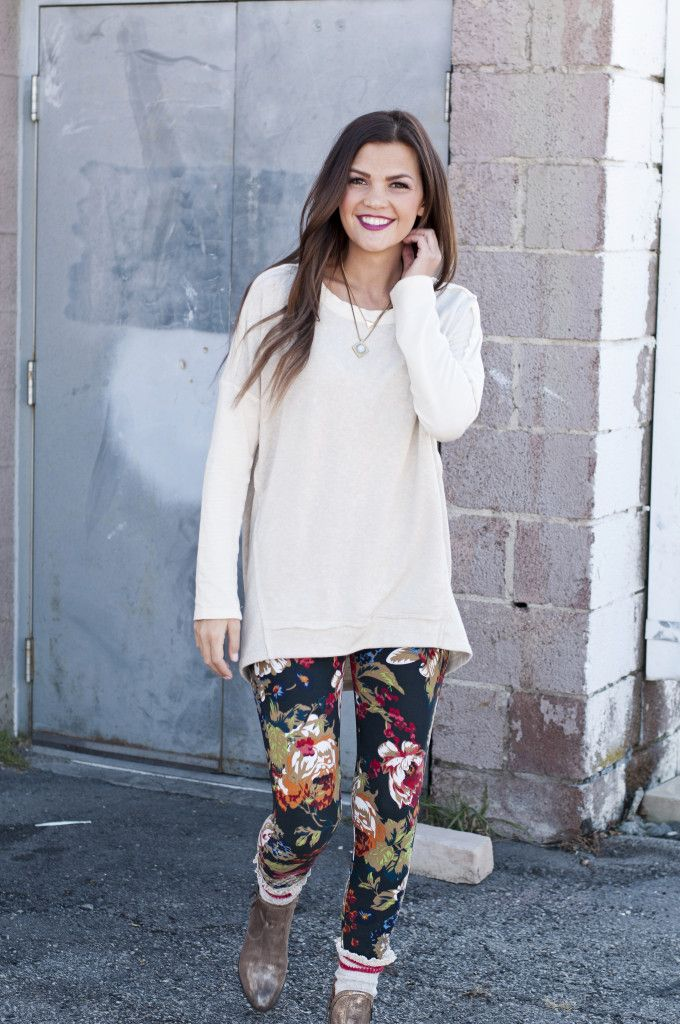 This outfit = fall wardrobe goals. ♥ Agnes & Dora's SUPER soft leggings - with floral, modern, and vintage prints to keep you on trend.
