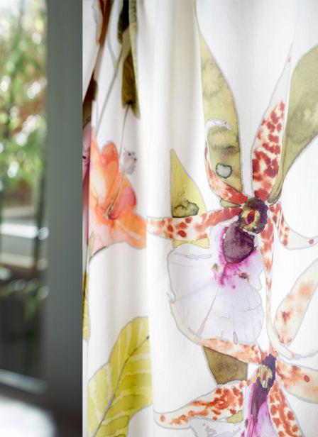 Impression, kleurrijke gordijnen met bloem. #interieur #raambekleding #gordijnen #bloemen #kleur