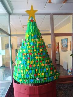 Elke leerling een wc rolletje laten beschilderen en samen een prachtige boom maken!