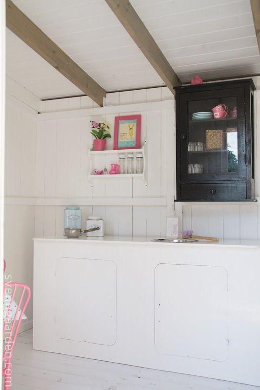 超コンパクトな離れの中のキッチン