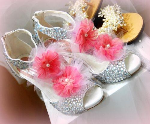 Χειροποίητα νυφικά πέδιλα στολισμένα με strass   Για να το βρείτε επισκεφτείτε το παρακάτω σύνδεσμο: http://handmadecollectionqueens.com/χειροποιητα-νυφικα-πεδιλα-με-strass  #handmade #fashion #wedding #bridal #sandal #highheel #footwear #women #storiesforqueens #μοδα #χειροποιητο #γυναικα #υποδηματα #πεδιλο #γαμος #νυφικα