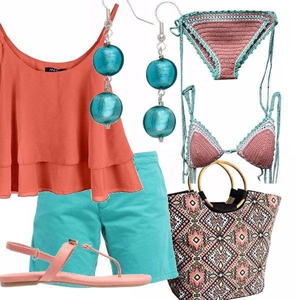 Un outfit colorato pensato per l'estate. Short verde, abbinato ad un top color corallo con balze. Sandalo infradito basso color pesca. Delizioso il bikini handmade! Completano l'outfit gli orecchini pendenti verdi e una borsa in tessuto fantasia con manici tondi in legno.