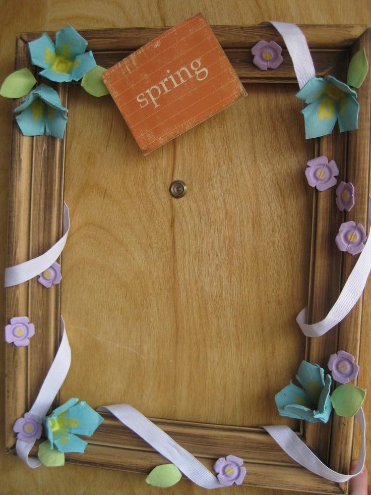 Egg carton wreath for spring crafts pinterest for Plastic egg carton crafts