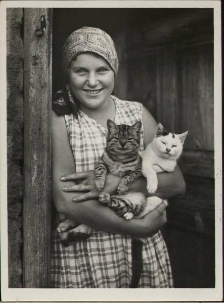 Happy cats.Photos Archives, Vintage Photographs, Vintage Photographers, Life Magazines, Kitty Smile, Happy Cat, Life Photos, Unfair Anthropomorphic, Vintage Cat
