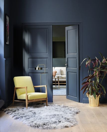 blue wall and door... Hague Blue de Farrow and Ball