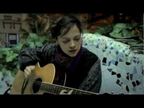 ▶ (HD) NATALIA LAFOURCADE / UN DERECHO DE NACIMIENTO : AMPLIFICADO - YouTube