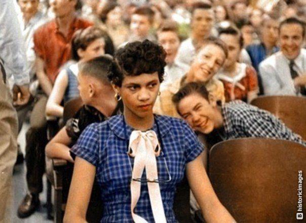 Дороти Каунтс, первая чернокожая ученица в старшей школе имени Гарри Хардинга. Шарлотт, Северная Каролина, 1957 г..