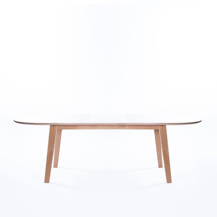 Nordik matbord med underrede i oljad ek med en tålig bordsskiva i vit laminat, från Select...