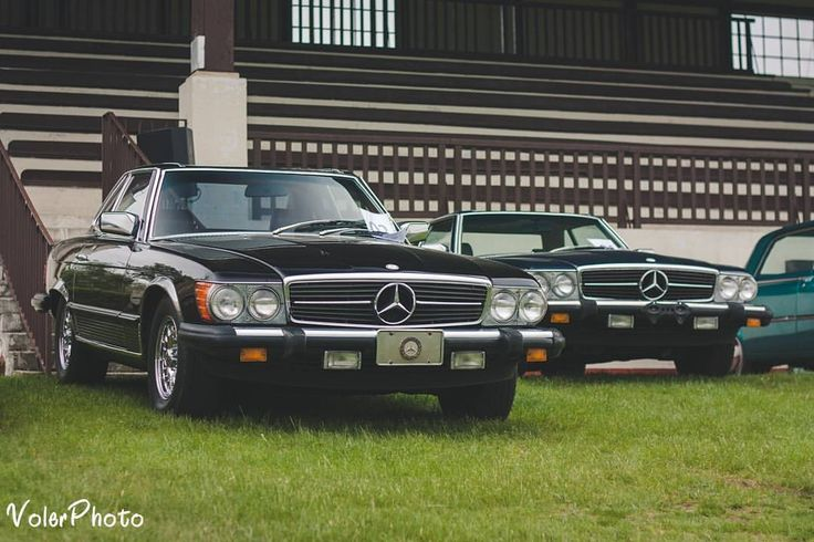 Jelinek Auctions at Hipodrom Wola Poznań. I took my analog as well, so stay tuned for more :) #r107 #doubletrouble #wola #hipodrom #poznan #instapoznan #poznagram #poznan #mercedespolska #mercedes #560sl #450sl #350sl #mercedesr107 #50mm #canon #carporn #petrolhead #youngtimer #thebestornothing #benzlovers #classiccars