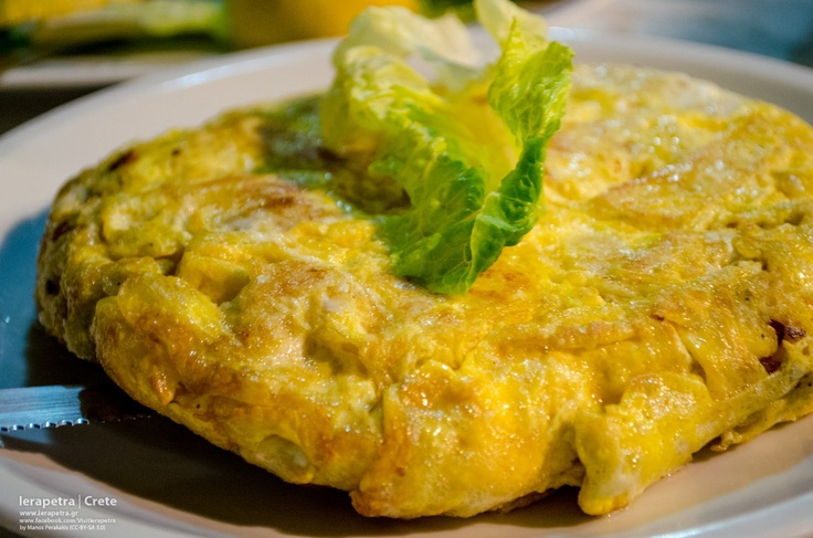Omelet with Staka.  Staka is a very Cretan delicacy and is gathered from the crust that the goat milk has on its surface, if you leave it to cool down, after it has been heated. A truly original #Cretan dish!    Υπέροχη ομελέτα με στάκα- απόλυτα Κρητικό γεύμα! (CC-BY-SA 3.0)