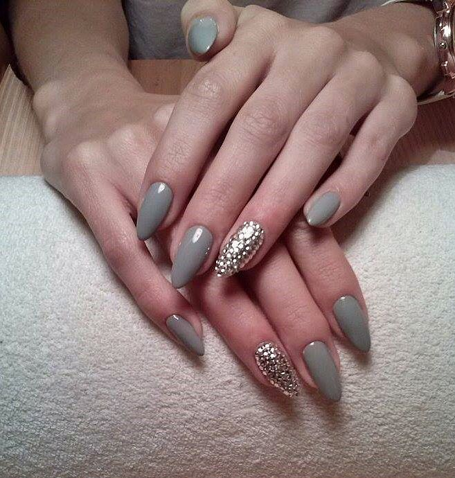 Gray nails with crystals