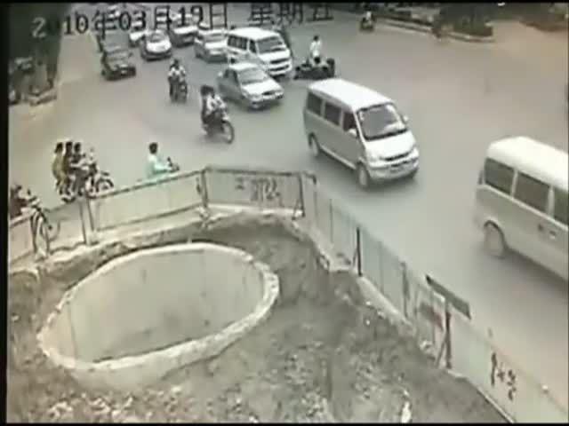 Le pire accident de scooter [video] - 2Tout2Rien
