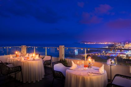Noble Gourmet restaurant, located on the roof top, offers an à la carte multisensory culinary experience accompanied with unsurpassed panoramic view of the sea, minimal decor and soft piano melodies, creating an enchanting dining environment