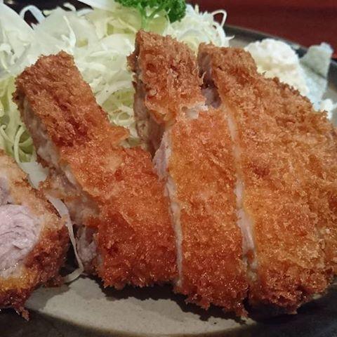 #佐倉 #おかやま食堂 #とんかつ  #千葉県 #美味いです #美味い #おいしい #オススメ #おいしい店 #グルメ #安くてうまい #yummy #yum #Good #pork #tonkatu #肉 #夕食 #夕飯 #Japan #sakuracity #chiba #katsuretsu #local  おかやま食堂でロースカツ。  安くて美味い。