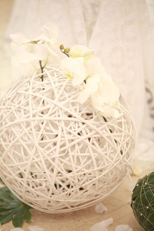 #orchidee #sfere #rattan #bianco #elegance #wedding