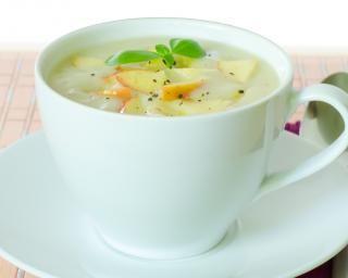 Soupe de pommes à la cannelle : http://www.fourchette-et-bikini.fr/recettes/recettes-minceur/soupe-de-pommes-la-cannelle.html