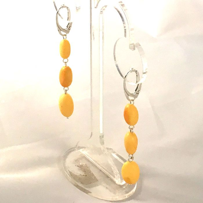 Catawiki online auction house:  Beautiful long pendant earrings made of Baltic amber – 100% natural – not pressed – not modified