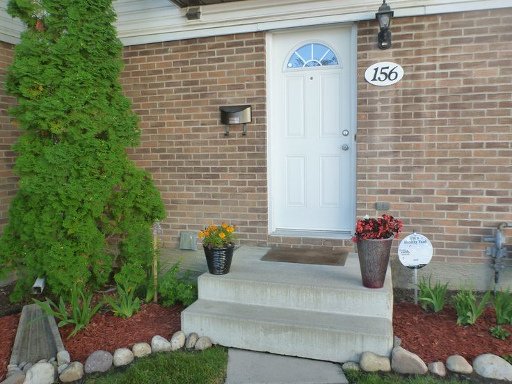 Do not miss this opportunity to own your 3 bdrm, 2 story townhome in Glenbrook! Significant upgrades include: newer high efficiency Carrier furnace & hot water tank, updated electrical box, fre…