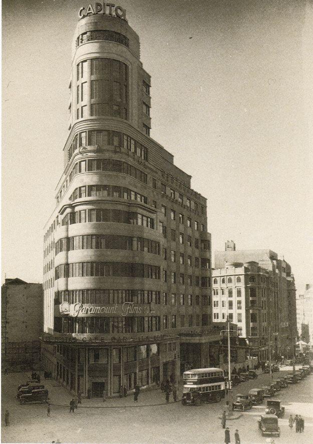 Edificio Capitol en la Plaza de Callao con Gran Vía. Madrid, finales de los años 30.