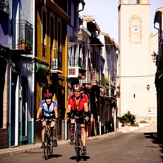 Ciclistas en Campell, Vall de Laguar, Marina Alta, #Alicante #spain #trekking #barrancdelinfern #senderismo #relax #descanso #rural #bike