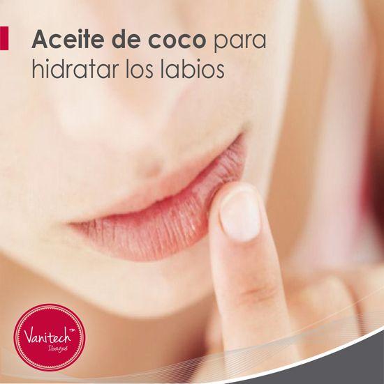 El aceite de coco es uno de los mejores aliados de la belleza. ¡Puedes usarlo hasta para hidratar tus labios!