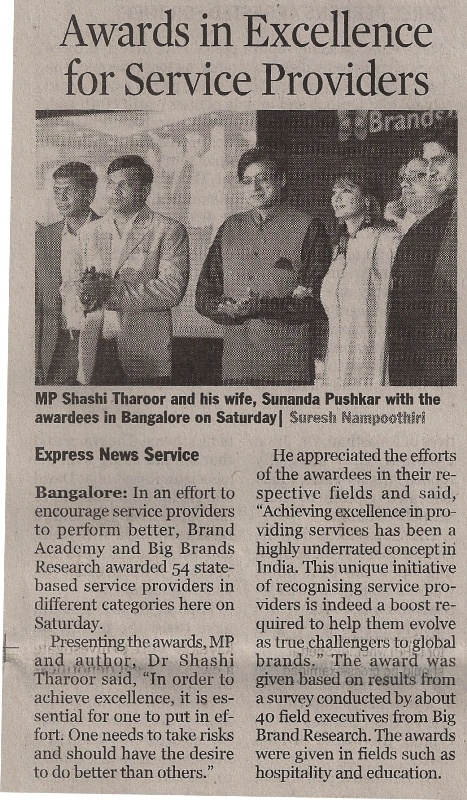 Service Excellence Awards 2011 Awardees with Mr. Shashi Tharoor.