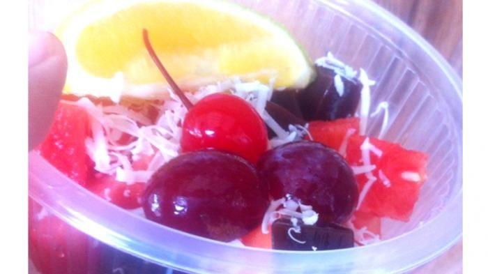 Kuliner Lampung - Segarnya Salad Buah Dixsortes di Siang Hari, Pesannya Bisa Online