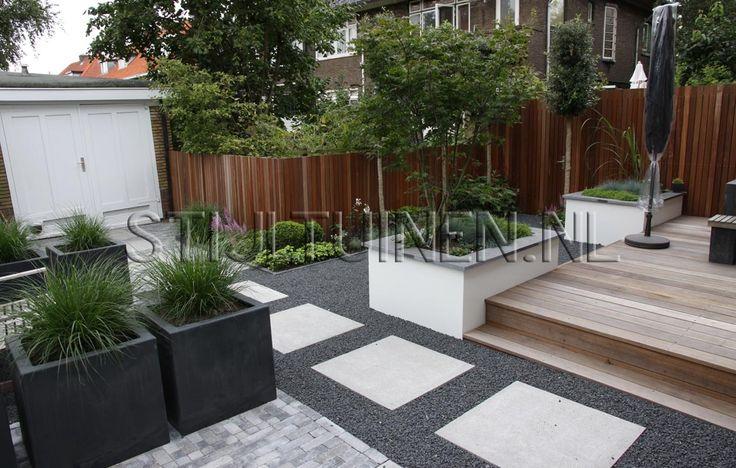 Google Afbeeldingen resultaat voor http://www.tuinontwerp-tuinarchitecten.nl/wp-content/oqey_gallery/galleries/moderne-stadstuin-rotterdam/galimg/tuin-met-oplossing-garage-achter-in-tuin-tuinontwerp-met-plantenbakken-siergrassen-mooie-warme-tinten-fris-groen-en-groenblijvende-beplanting-rotterdam-tuinontwerp-erik-van-stijltuinen.jpg