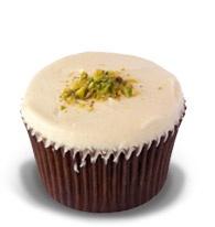 Pistachio & Rose: Pistachio & rose water cake with white chocolate buttercream #Ghermez #Cupcakes