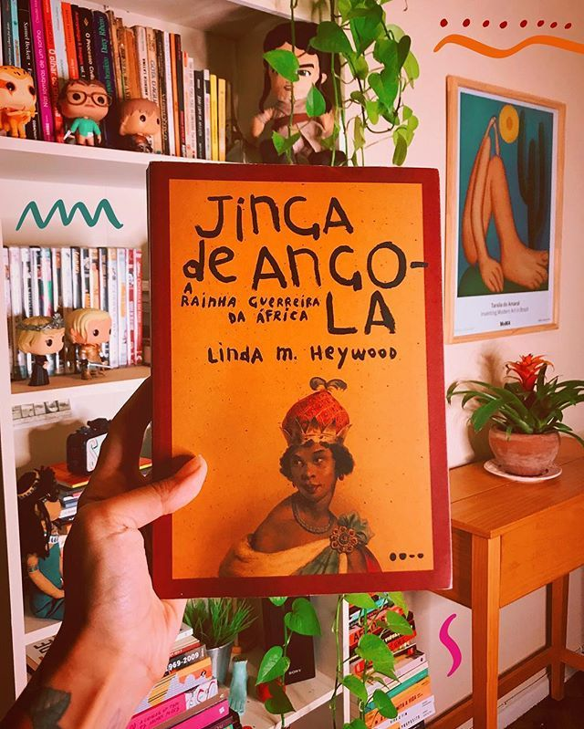 Comecei A Folhear Este Livro Sobre A Rainha Jinga De Angola E Ja