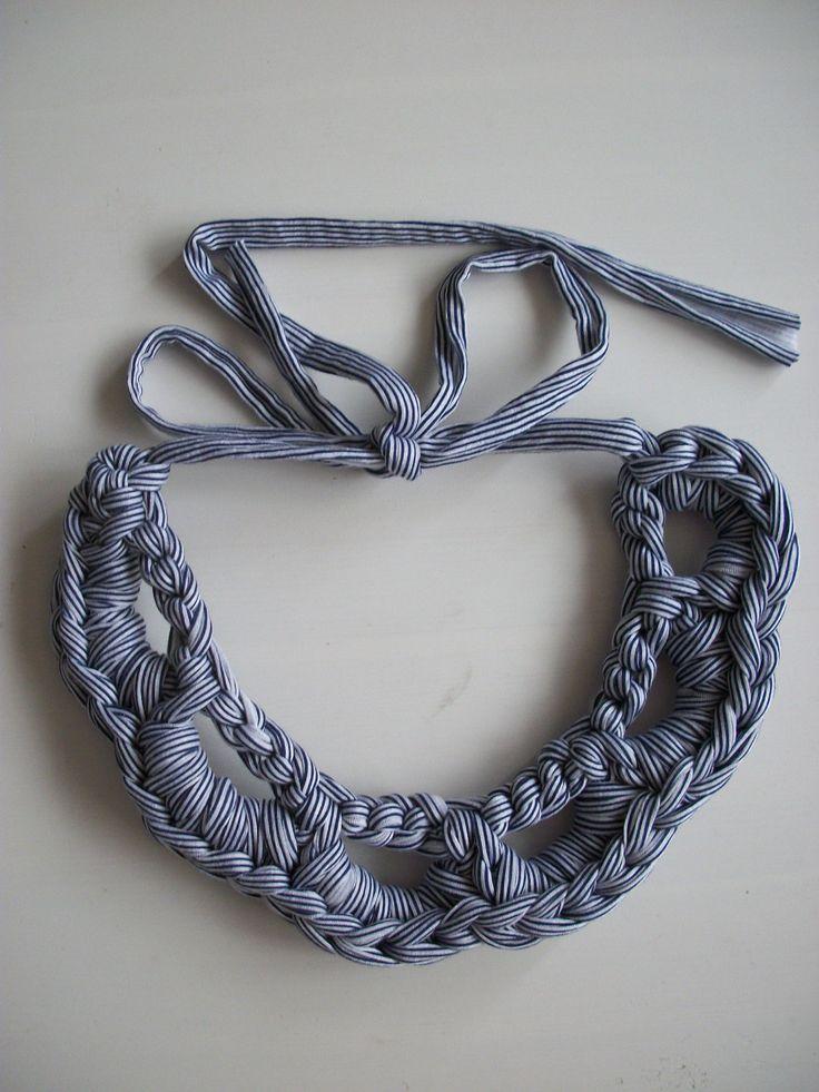 collar de trapillo de tela