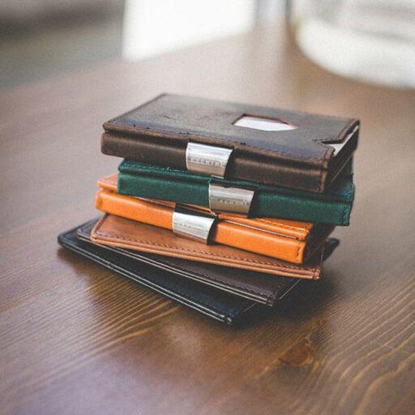 Exentri este o companie norvegiană, cu o tradiție de peste 20 de ani în domeniul accesoriilor fashion.   Toate portofelele Exentri vin ambalate în cutii elegante și ...