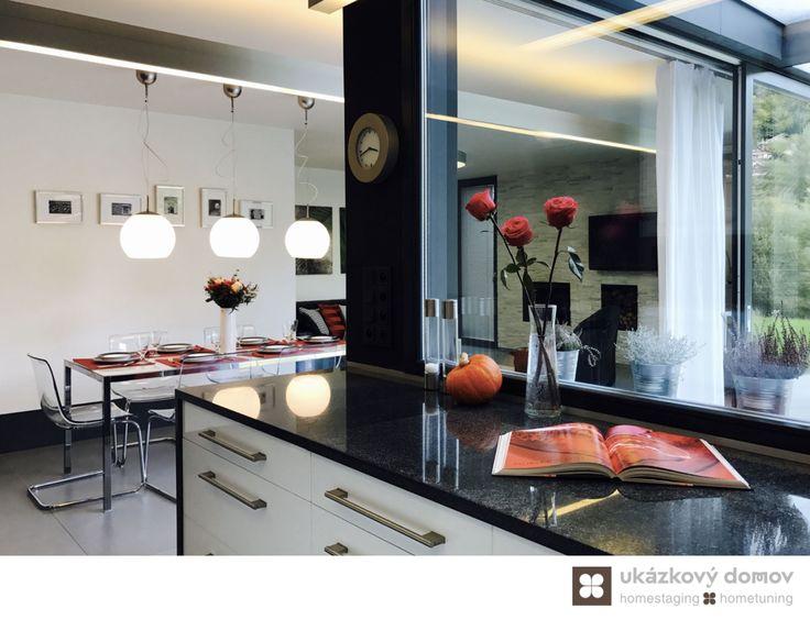 Home Staging zařízeného rodinného domu v obci Hvězdonice u Prahy #Hvezdonice #czech #homestaging #pred #po #before #after #white #walls # modern #vila #kuchyn #cz #czechrepublic #kitchen #jidelna #dining