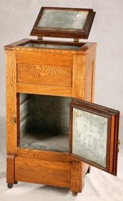 kitchen & household, America, Oak ice box, rare small size complete with zinc lining and hardware.