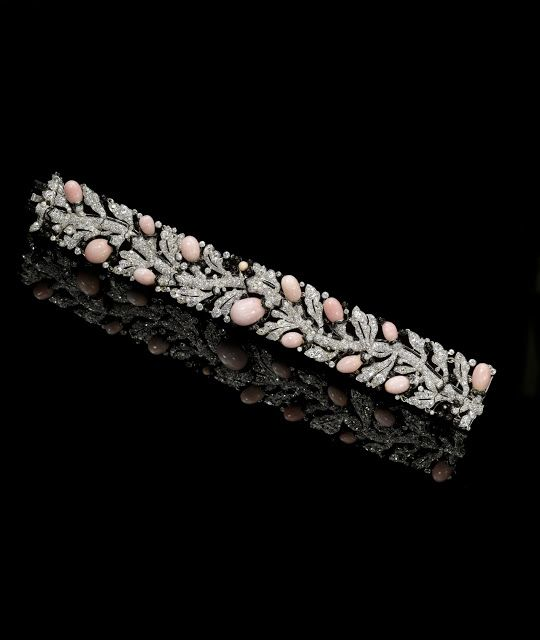 Brazalete de perlas de concha de la reina Victoria Eugenia de Cartier.