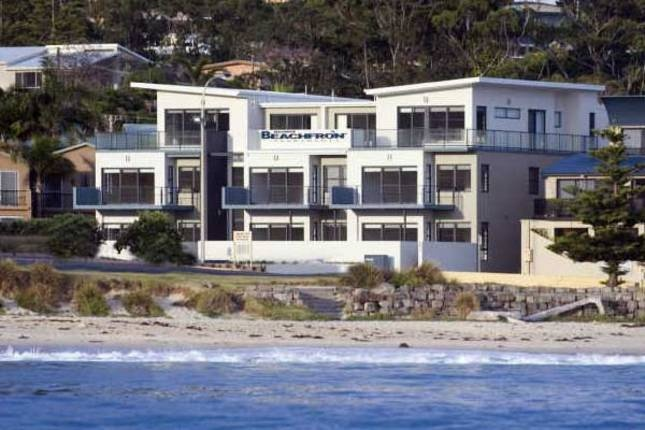 Mollymook Beachfront Luxury Apartments - $480/Fri & Sat linen included - 3 bedrooms sleeps 6