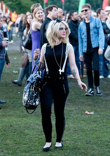So what do people wear to Lovebox? Well, Kelly Osbourne chose monochrome with a hint of sparkle for last year's festival.