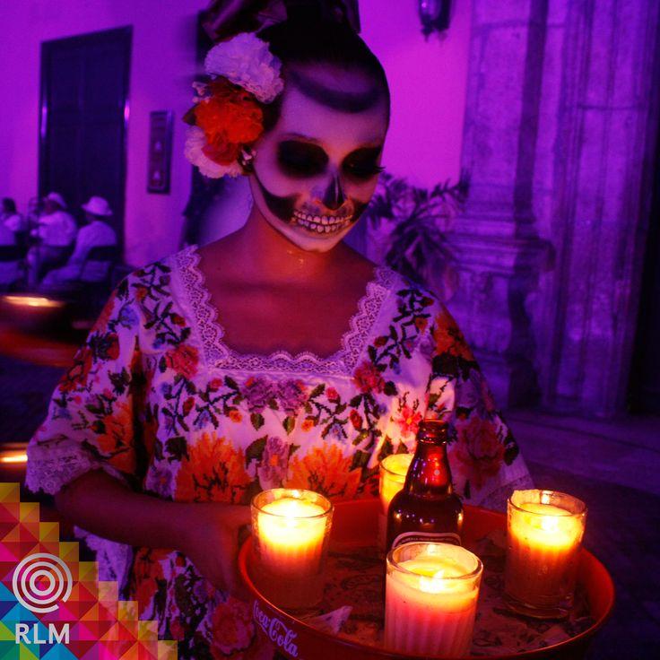 """El """"Paseo de las Ánimas"""" realizará su derrotero desde el Cementerio General hasta el Arco de San Juan, y contará con una gran variedad de atractivos para el turismo, como ya es tradición, exaltando los valores y costumbres de los meridanos y yucatecos. Este evento de día de muertos, aquí llamado """"Hanal Pixan"""", que significa comida de muertos, se lleva a cabo el día 31 de Octubre, dando comienzo al festejo de los difuntos, en Yucatán.  #Yucatán #HanalPixan #Diademuertos #Halloween"""