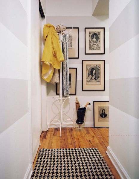 Cute Entry Way. Love The Houndstooth Carpet!