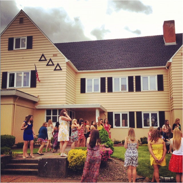 tridelt facts and college houses Tri delt is the house with the most shining stars- literally stargazers, or what tri-ds call their most sought after potential new members, are plentiful in dddand they routinely score some of the most highly fought over girls each year in rush.