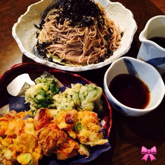 うどの穂先は天ぷらに、軸は桜海老とネギに合わせてかき揚げにしました。 炭酸水でさっくさくです!! うどは今が美味しいですよー₍˄·͈༝·͈˄₎◞ ̑̑ෆ⃛  丹波の黒豆そばはむにたんから!! 韓国のりのトッピングでいただきまーす  あっ、生七味入れてもおいしいかしら  ご馳走様です。 - 305件のもぐもぐ - 炭酸水でうどのかき揚げ…丹波黒豆そば定食 by Ory