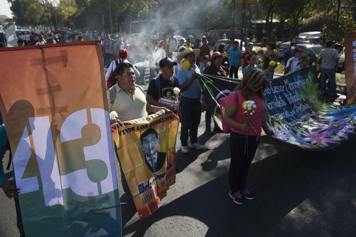 """CIUDAD DE MÉXICO (apro).- El Equipo Argentino de Antropología Forense (EAAF) admitió que a más de un año de la muerte de Julio César Mondragón Fontes, no es posible determinar si el desprendimiento del rostro del normalista de Ayotzinapa fue causado intencionalmente, pese a que persiste la """"sospecha de la intervención de un instrumento cortante""""Leer más"""