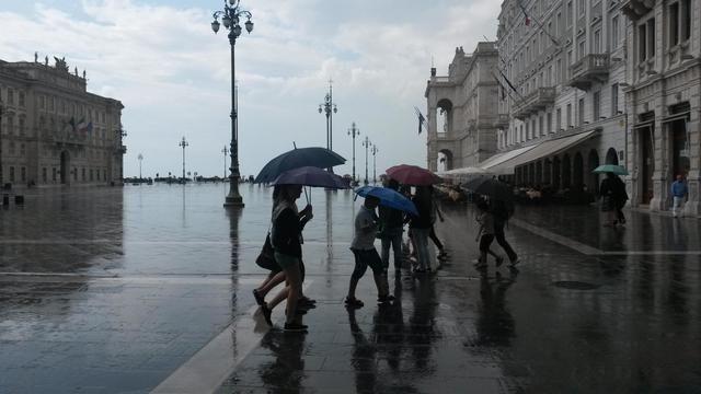 Piazza dell'Unità sotto la pioggia