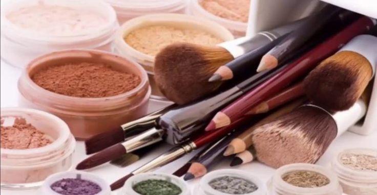 تفسير حلم وضع المكياج في منام العزباء والمتزوجة Homemade Makeup Organic Makeup Diy Makeup Recipes