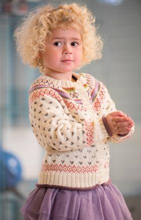 Strikkeopskrift | Strik yndig pigetrøje med rundt bærestykke |Striktrøje med pastelfarvede mønstre| Fin strik til piger | Strik til børn med søde motiver og detaljer | Lun og blød børnestrik