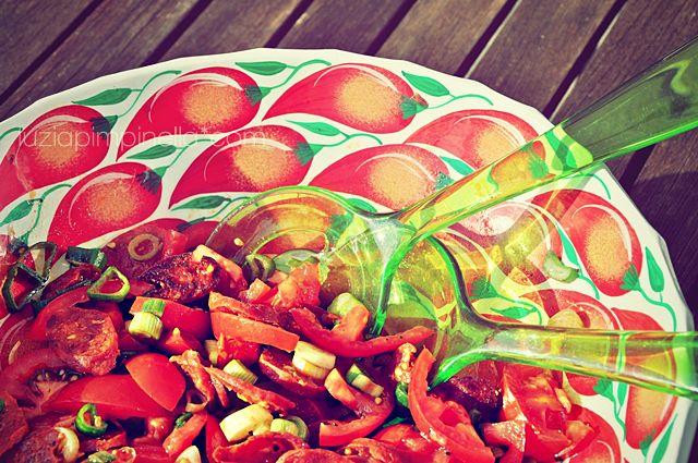luzia pimpinella: best tomato salad ever!    Ausprobiert und für exorbitant lecker befunden!